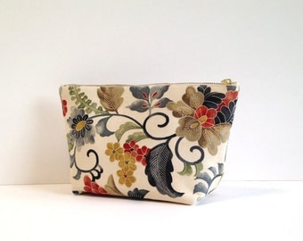 Cosmetic pouch in cream botanical print