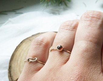 Garnet cabochon ring / Hammered ring / Stacking ring / 14k Gold filled ring / Knuckle ring / January Birthstone