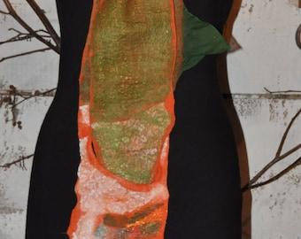 Foulard NUNO - Oeuvre d'art à porter - Feutre d'art - Orange, vert - par La Fée Couleur