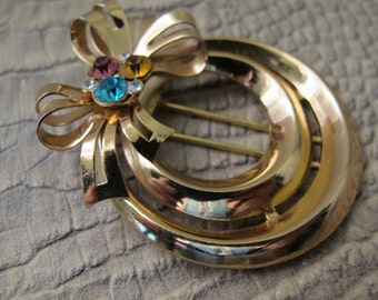 RETRO 40's CORO Signed DRESS or Fur Clip, Gold Tone Metal, Crystal Stone Cluster on a Bow & Round Ring, Great Scarf Holder, 1940's Fashion