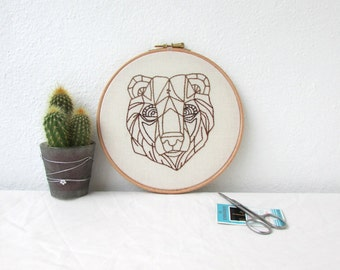 Bear embroidery hoop art, hand embroidery bear wall hanging, 7 inch hoop, woodland animal decor, animal lovers gift, handmade in the UK