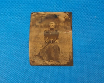 Antique tintype photo, lady in late 1800s dress,