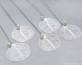 Bridesmaid necklace Set of 5 4 3 Aspen leaf necklace Set of 6 7 8 9 10 Bridesmaid gift leaf delicate silver pearl necklace, Wedding jewelry