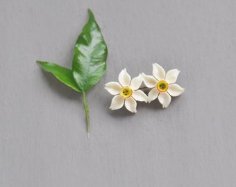 Vintage Bone Flower Brooch - small carved double daffodil floral pin with painted centers