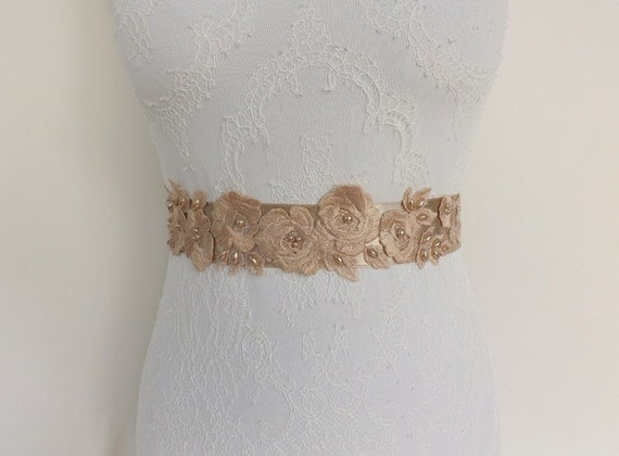 Champagne floral sash belt. Bridal sash. Embroidered lace flowers decorated with pearls. Taupe wedding dress sash.