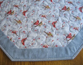 "Quilted Octagon Mat in a Cardinals with Glitter on Grey Pattern - 22"" diameter"