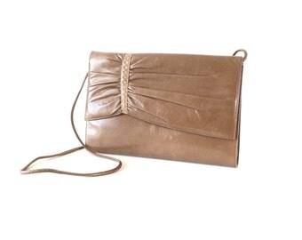 Vintage taupe leather clutch purse crossbody / 80s light brown clutch bag  / Soft Brown leather crossbody bag / Fall purse shoulder bag