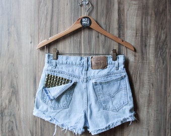 Levi high waist vintage studded denim shorts | Ripped distressed shorts | Silver pyramid studded pocket | Hipster tumblr denim shorts |