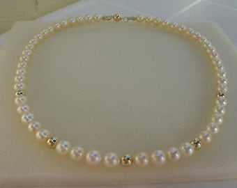 Necklace in gold 585 (14 K) with Akoya cultured pearls in cream!