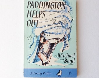Paddington Book, Paddington Helps Out, Michael Bond, A Young Puffin Book, Paperback, 1966, 00941