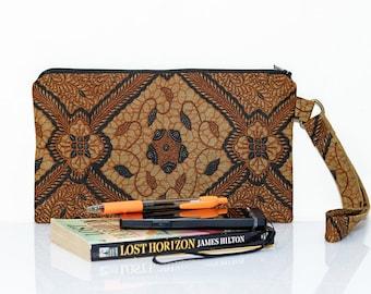 Batik wristlet, Indonesian zipper pouch, WaxBlock clutch, Gadget pouch, Make up bag, Cosmetic case, Batik purse, Wrist strap, Small bag