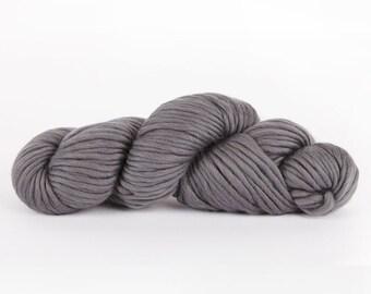Super chunky yarn. Grey CHEEKY CHUNKY super bulky merino wool. Big giant extreme knitting. Y055