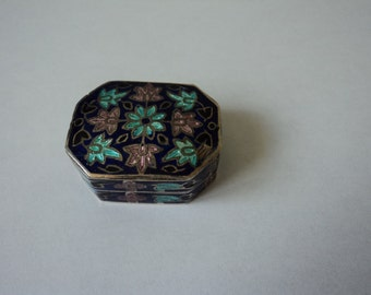 Vintage sterling silver Cloisonne collectable pill box (00799)
