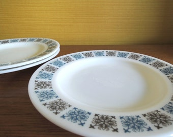 Set of 3 Vintage Jaj Pyrex Chelsea Pattern Desert Plates / 60s / Side Plates / Milk glass