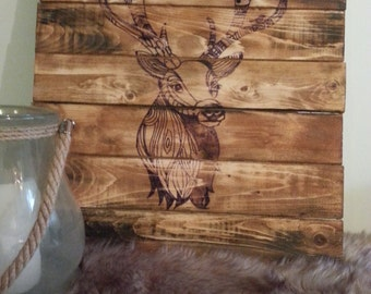 Recycled pallet deer sign