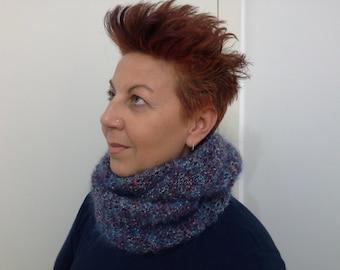 Sciarpa lavorata a maglia-knitted scarf-Infinity scarf-wool-Soffice e calda sciarpa-Fatta a mano-Fatta in Italia