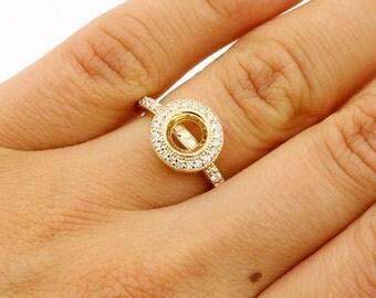 0.48Ctw Round Bezel Halo F/G VS2/SI1 Diamond Engagement Ring Setting set in 14K yellow gold