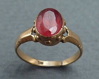 14K gold garnet ring - size 2.25