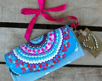Clutch wallet with detachable wrist strap evening small bag