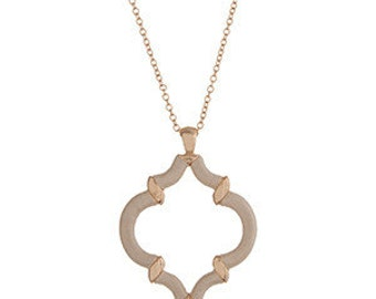 Gold Tone Quatrefoil Necklace in Ivory