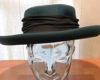 Vintage Women's Hat by Bollman Hat Co. Green Doeskin Felt with black Hatband Size 21 Inches     00816