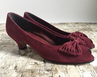 Vintage pumps size 7. Maroon suede hugh heels size 7. Red suede heels size 7. Size 7 1980's shoes.