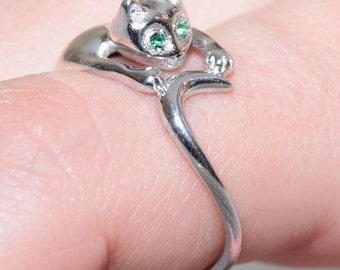 Sterling Silver 925 Cat Wrap Ring Tail Figurine - Green Stone Eyes - Elegant Pet Animal Ring - Goldsmith Jewelry made