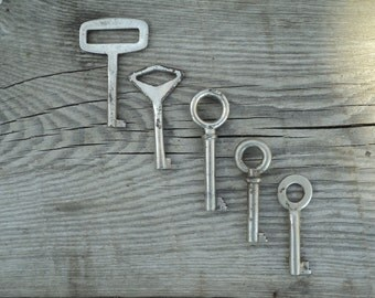 Old vintage keys, keys, old rusty keys, 5 keys, altered art of the Soviet Union in 1960, dekora element, Art, Collection