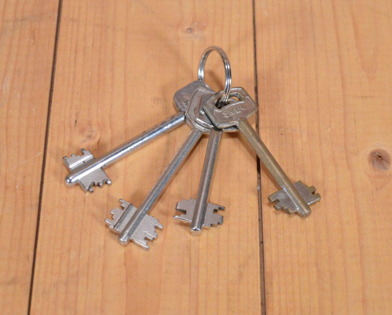 Skeleton keys old skeleton keys nickel skeleton keys for Classic house keys