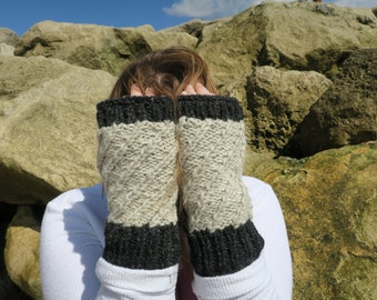 Contrast Wrist Warmers - Natural/Charcoal