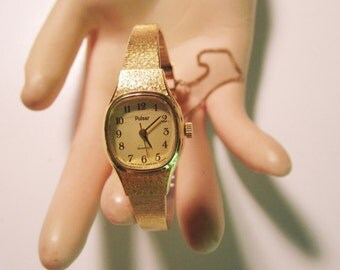 Pulsar Ladies Quartz Goldtone Band Wrist Watch.        (#256)