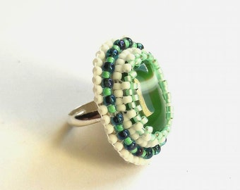 Ring striped green agate and pearls bodees