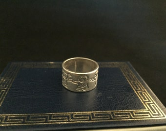 Ladies Peace around the world Silver ring, size 7, excellent vintage condition