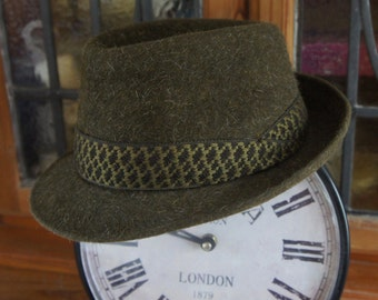 Vintage Mens Dark Green Felted Wool Trilby Hat By Dunn & Co. Great Britain Size 6.75, 55cm
