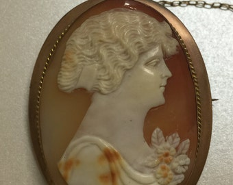Fine Australian Art Nouveau Gold and Shell Cameo Brooch. Circa 1920's.