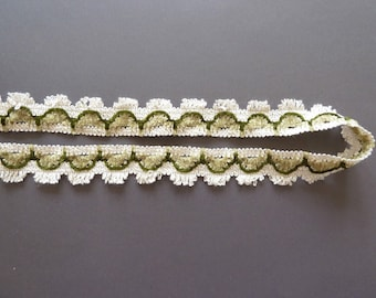 Vintage trims in grünend dark green with white/cream-white, trim to the ornate