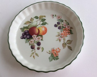 Vintage English Staffordshire 9 in ceramic pie tart quiche pan fruit berries pattern by Johnson brothers. Ceramic pie pan tart dish quiche.
