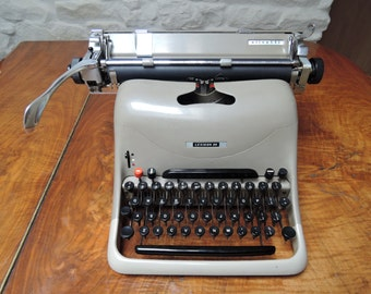 Olivetti Lexicon 80 Manual typewriter