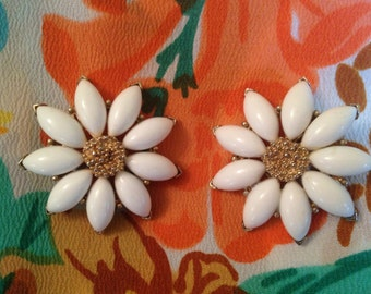 Marvella White Flower Clip On Earrings.