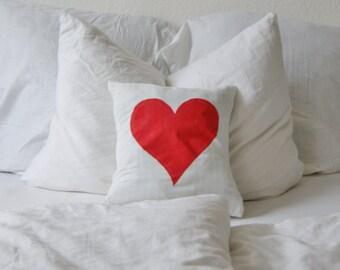 Kissenbezug mit rotem Herz, Bettwäsche