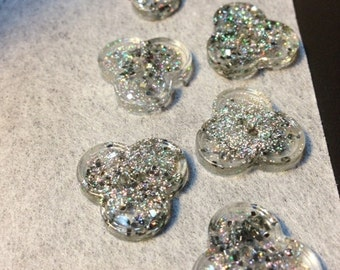 Trefoil shaped 2 hole silver paillette resin buttons, silver buttons, glitter buttons, boutons argentés, beaux boutons, boutons noel, shiny
