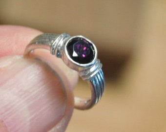 Vintage Sterling Silver Dark Purple  Faceted Amethyst Ring Size (5.25)
