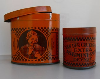 Lot of 4 items : Two 1930's cardboard shop signs and two snuff tobacco tins from Van Der Cruyssen's in Deinze , Belgium .