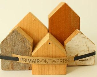 Cottages of scrap wood (medium)