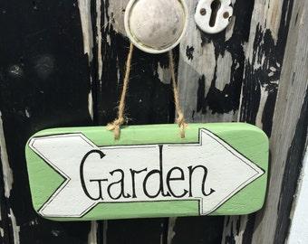 Reclaimed Wooden Sign 'Garden' arrow