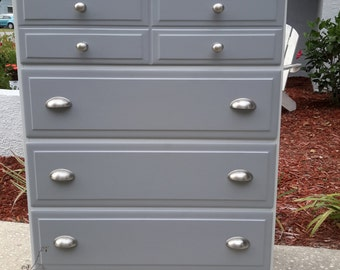 Sold!! Vintage Thomasville Furniture Industries Solid Wood Chest of Drawers