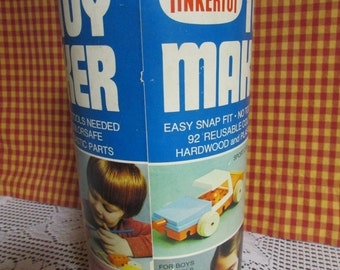 VINTAGE Tinker Toy 92 full/Mid-Century Tinkertoy Pieces For Children / VTG games of blocks of wood and plastic