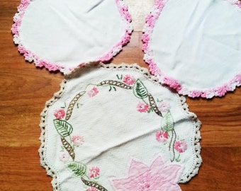 Vintage hand embroidery doilies, vintage doily, hand embroidery doily, retro doily, 1960's doily, vintage 1960's doily,