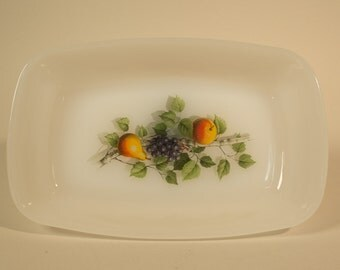 Small Arcopal dish with fruit pattern, 70's milk glass, French Kitchenware