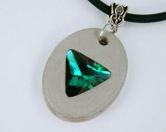 Necklace concrete with emerald green rhinestone stone concrete jewelry on dark green silk ribbon jewelry concrete jewelry-neck ornament green triangle